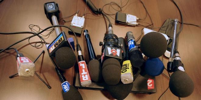 Des micros de différents médias francophones (photo d'illustration). afp.com/ERIC CABANIS