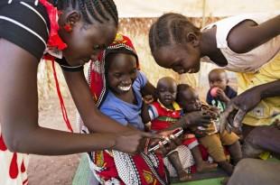 Seulement 24.9 % des 635 millions d'habitants du continent ont un accès à Internet CRÉDITS : ALBERT GONZALEZ FARRAN / AFP En savoir plus sur http://www.lemonde.fr/afrique/article/2016/08/08/facebook-veut-rendre-gratuit-l-acces-a-internet-dans-toute-l-afrique_4979737_3212.html#fElMmMdWoptcB7J5.99