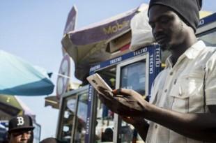 Télécoms et Smartphones à Dakar, 29 mai 2015. © Sylvain Cherkaoui pour Jeune Afrique