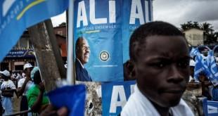 Des partisans d'Ali Bongo dans les rues de Libreville, le 25 août 2016. © MARCO LONGARI / AFP