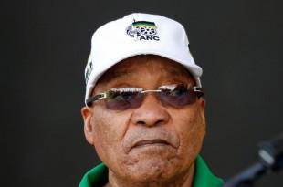 Le président Zuma est sous pression après la publication d'un rapport sur la corruption mettant en lumière l'étroite collusion entre le président sud-africain et le la famille Gupta. © REUTERS/Mike Hutchings/File Photo