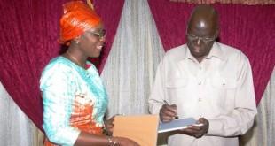 Cérémonie de remise des tablettes aux 127 députés du Burkina Faso, le 10 novembre 2016. CRÉDITS : BURKINA24