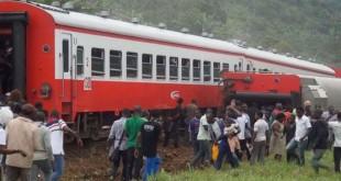 Le train Yaoundé-Douala, qui a déraillé le 21 octobre 2016 à Eseka, au Cameroun. © AP/SIPA