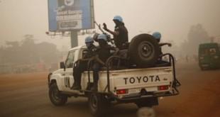 Des Casques bleus de la Minusca en patrouille dans Bangui, le 12 février 2016. © Jerome Delay/AP/SIPA
