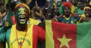 Des supporters du Sénégal et du Cameroun, lors de la CAN 2017 au Gabon. © AP/SIPA