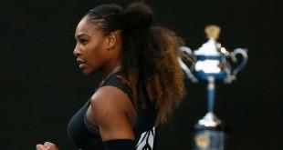 Serena Williams a remporté l'Open d'Australie face à sa soeur Venus, à Melbourne, le 28 janvier 2017. REUTERS/Issei Kato