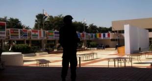 Les ONG réunies pour un «sommet des peuples» avaient reproché, à la veille du Sommet Afrique-France, aux dirigeants français et africains de se barricader. © Reuters