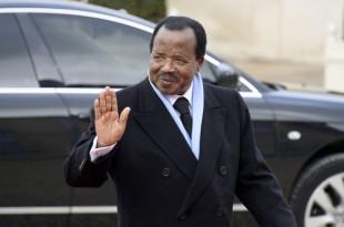 Le président camerounais, Paul Biya, lors de son arrivée à l'Elysée, en décembre 2013. CRÉDITS : ALAIN JOCARD/AFP