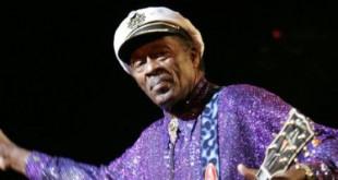 Le rocker de légende Chuck Berry en concert, le 11 janvier 2005, à Olympia de Paris. © Bertrand Guay/AFP