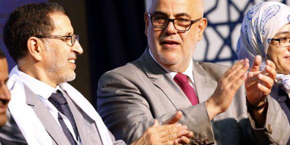 Le nouveau chef de gouvernement marocain, Saâdeddine El Othmani, avec le secrétaire général du Parti justice et développement (PJD), Abdelilah Benkirane, lors d'un meeting électoral le 25 septembre 2016 à Rabat. © Abdeljalil Bounhar/AP/SIPA