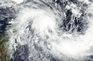 Formé dans l'océan Indien, le cyclone Enawo a frappé mardi 7 mars à la mi-journée les côtes nord-est de Madagascar. © NASA, MODIS / LANCE / Wikimedia Commons
