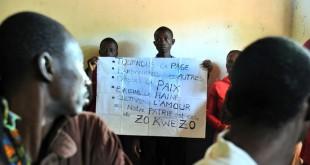 Rencontre entre chrétiens et musulmans, à Bangassou, en octobre 2013. Dans la nuit du 12 au 13 mai 2017, la ville a été attaquée par des miliciens. CRÉDITS : ISSOUF SANOGO/AFP