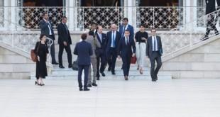 En visite officielle à Rabat, le 14 juin, Emmanuel Macron, entouré de Philippe Étienne, d'Ahlem Gharbi et d'Aurélien Lechevallier(de g. à dr.). © FADEL SENNA/AFP