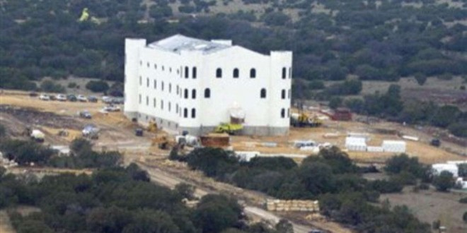 Le ranch de Warren Jeffs, prophète (jugé coupable de complicité de viol d'enfants) de la secte mormone dissidente polygame, près d'Eldorado, Texas, le 28 novembre 2012. (AP Photo/Donna McWilliam, File)