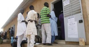 Un bureau de vote à Dakar, au Sénégal, lors des élections législatives du 1er juillet 2012. CRÉDITS : MAMADOU TOURE BEHAN/AFP