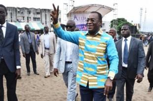 Le 17 septembre, à Port-Bouët, Pascal Affi N'Guessan, leader du FPI, lors du lancement la campagne pour le non au référendum. © Issouf Sanogo/AFP