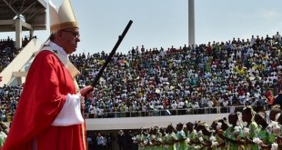 A défaut de pouvoir se rendre lui-même dans le pays en guerre, le souverain pontife versera près de 500.000 euros pour deux hôpitaux tenus par des soeurs, un programme de formation d'instituteurs et un projet d'achat de semences et d'outils pour 2.500 familles d'agriculteurs.