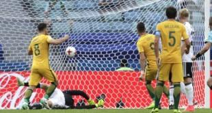 Les Australiens face à l'Allemagne, le 19 juin, en Coupe des confédérations, en Russie. © Thanassis Stavrakis/AP/SIPA
