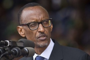 Paul Kagame lors du 20ème anniversaire du génocide rwandais, à Kigali, le 10 octobre 2016. © Ben Curtis/AP/SIPA