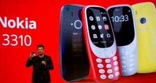 Arto Nummela, PDG de HMD Global, présente la nouvelle version du Nokia 3310 lors du congrès mondial de la téléphonie mobile, à Barcelone, en février 2017 © Emilio Morenatti/AP/SIPA