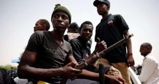 Des membres d'une milice d'autodéfense locale luttant contre Boko Haram, Maiduguri, Nigeria, le 9 juin 2017.