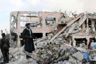 La capitale somalienne Mogadiscio est en deuil, dimanche 15 octobre 2017, au lendemain d'un dévastateur attentat au camion piégé. (FEISAL OMAR / REUTERS)