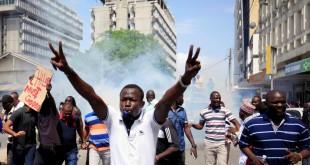 Les partisans de la Nasa, la coalition d'opposition, continue les manifestations, comme ici à Mombasa, le 13 octobre 2017. © REUTERS/Joseph Okanga