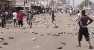 Image d'une vidéo des violences du 18 octobre à Lomé. © REUTERS/via Reuters TV