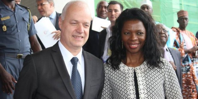 Elisabeth Medou Badang (DG d'Orange Cameroun) et Bruno Mettling (PDG Afrique Afrique d'Orange) à Yaoundé au Cameroun