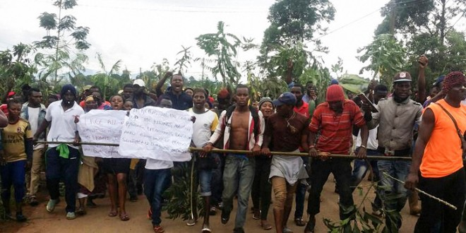 Manifestation à Bamenda, ville anglophone du nord-ouest du Cameroun, le 22 septembre 2017. / Stringer/AFP