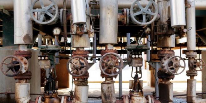 La Libye subit de lourdes pertes à cause des fermetures répétées des terminaux pétroliers. Ici, l'intérieur de la raffinerie d'al Zawiya. © Shawn Baldwin/Bloomberg via Getty Images
