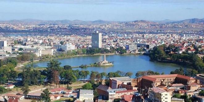 Vue sur le Lac Anosy en juillet 2009, au centre de la ville d'Antananarivo, capitale de Madagascar. © Sascha Grabow / Wikimédia