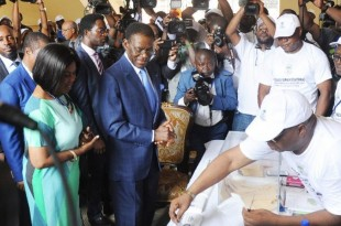 Le parti du président Obiang, photographié ici lors de l'élection présidentielle de 2016, a largement remporté les élections municipales, législatives et sénatoriales du 12 novembre 2017. © STR / AFP