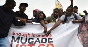 Les Zimbabwéens dans la rue pour demander le départ de Mugabe. © © AFP