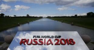 Le logo de la Coupe du monde 2018, qui aura lieu en Russie, à Saint Petersbourg, le 24 juillet 2015. REUTERS/Maxim Shemetov