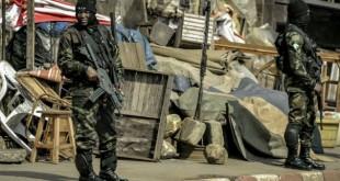 © AFP | Bamenda, le vendredi 17 novembre. Des forces de sécurité sécurisent une cérémonie en hommage à des militaires tués.