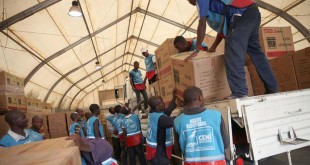 Décembre 2016: entrepôt de la MONUSCO à l'aéroport de Goma: les agents de la Ceni collectent les kits électoraux à déployer par voie routière dans la province du Nord Kivu (photo d'illustration). © Photo MONUSCO/ Myriam Asmani