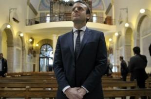 © AFP | Emmanuel Macron, le 14 février 2017, à la basilique Notre-Dame d'Afrique à Alger.