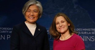© REUTERS/Ben Nelms Les ministres sud-coréenne et canadienne des Affaires étrangères, Kang Kyung-wha et Chrystia Freeland, lundi 15 janvier 2018 à Vancouver.