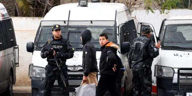 Les pillages et émeutes nocturnes ont obligé l'armée à se déployer autour de nombreux bâtiments sensibles.
