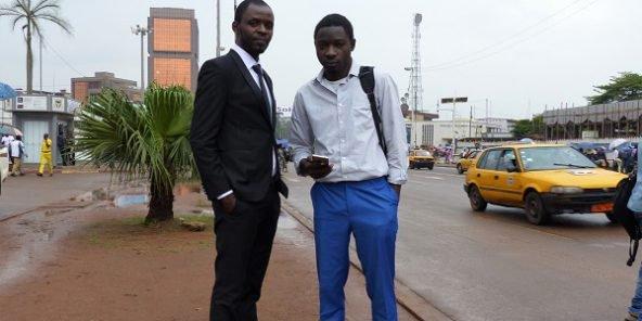 Le PDG de Traveler Achiri Arnold Nji et son associé Akah Harvey Larry, concepteur de la plateforme. © Sophie Douce
