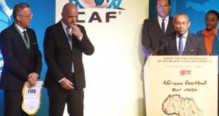 De g. à dr., Fouzi Lekjaa, patron de la FRMF, Gianni Infantino, numéro un de la Fifa, et Ahmad Ahmad, président de la CAF, le 18juillet 2017, à Skhirat. © AFP