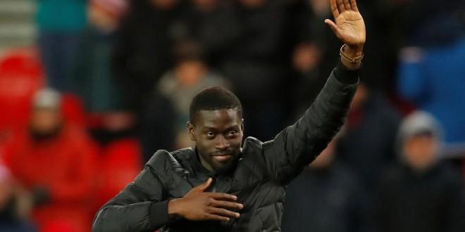 Le Sénégalais Badou Ndiaye, présenté aux supporters de Stoke City (Angleterre). Reuters/Andrew Boyers
