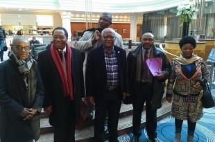 Akéré Muna et son staff à Paris
