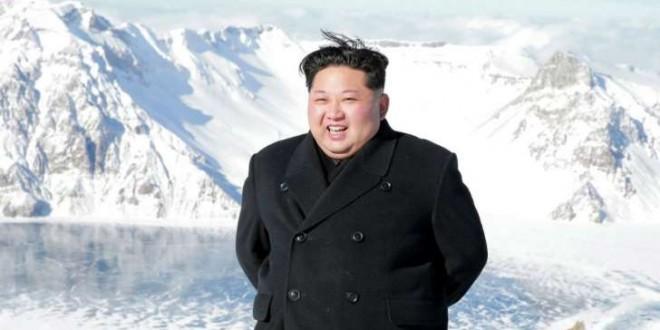 © KCNA vis KNS, AFP Le leader nord-coréen Kim Jong-un au Mont Paektu, point culminant de la Corée (photo non datée).