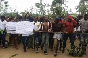 Manifestation contre des mesures jugées discriminatoires envers la minorité anglophone, le 22 septembre 2017 à Bamenda (nord-est du Cameroun). © AFP