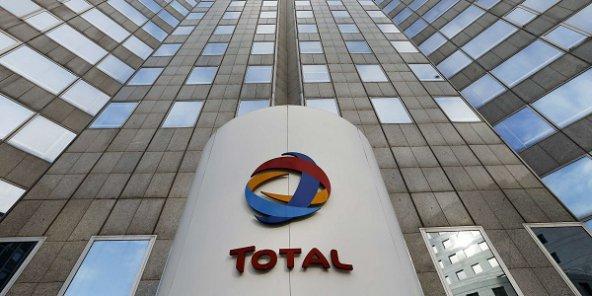 Vue du siège de Total à la Défense, en région parisienne. © Jacques Brinon/AP/SIPA