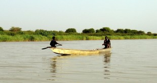Le changement climatique, aggravé par une très mauvaise gestion des ressources hydrauliques au fil des ans, a conduit à la disparition de 90% de la surface du lac Tchad en 40 ans. © Shashank Bengali/MCT/MCT via Getty Images