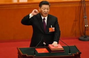 Le président chinois Xi Jinping prête serment après avoir été réélu, le 17 mars 2018 à Pekin Photo Greg Baker. AFP
