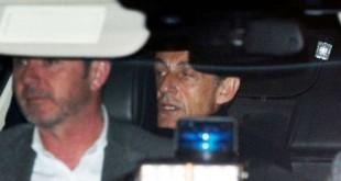 L'ex-président français Nicolas Sarkozy quitte le poste de police où il était entendu, à Nanterre, à l'extérieur de Paris, le 21 mars 2018.